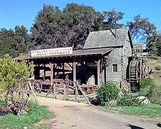 Hanson's Mill was a mill in Walnut Grove owned by the town's founder Lars Hanson. Charles Ingalls, Isaiah Edwards and Jonathan Garvey worked there among many others. The mill was one of the first buildings built in Walnut Grove and was the town's main industry.