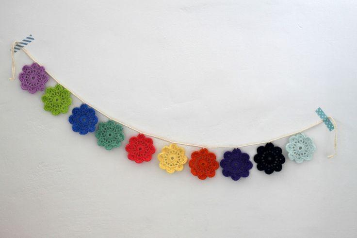 YARNFREAK: DIY: Ranke med små blomster-doilies