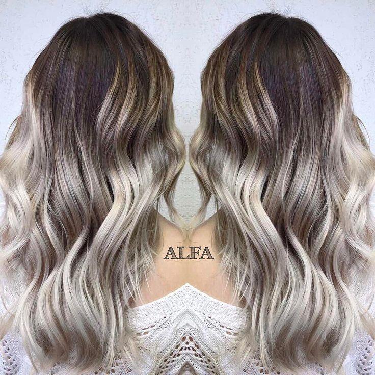 Крошки, привет❤️ Все мы знаем мейк под названием смоки-айз (smoky eyes), а встречали ли вы окрашивание, под названием смоки-блонд?докладываем: смоки-блонд - это новый тренд весны 2017суть заключается в том, что бóльший акцент мы делаем на корни волосиграя сразу с несколькими оттенками. Переход цвета от корней к кончикам остаётся все таким же плавным, а цвет - максимально естественным✌выглядит это очень красиво! Девочки, кто к нам за самым крутым цветом, мм? #работа_Колосс #волос...
