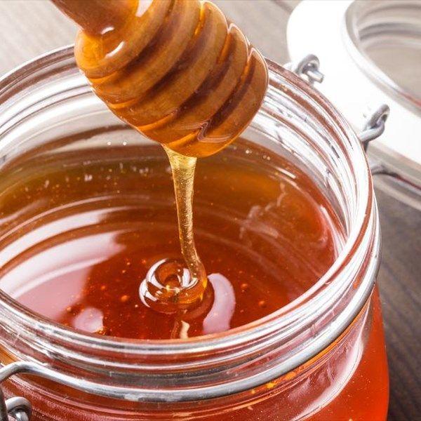 Οι θεραπευτικές ιδιότητες του μελιού έχουν διαπιστωθεί αρκετές φορές από τους επιστήμονες. Το μέλι από την αρχαιότητα χρησιμοποιήθηκε για την παρασκευή φαρμάκων, αλοιφών, αρωμάτων, ποτών και αφεψημάτων.