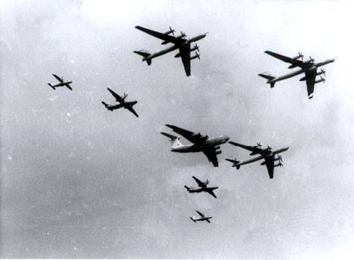 When a 3 ship Tu-142 formation flew through a big boy formation of the Indian Airforce being led by the IL-76 [500X367]