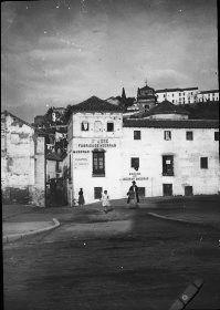 """Otoño 1910. Viaje Granada 9. N: 13 Texto a la imagen: """"Albaicín desde la Gran Vía de Colón""""."""