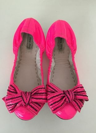 Kaufe meinen Artikel bei #Kleiderkreisel http://www.kleiderkreisel.de/damenschuhe/ballerinas/135612446-miu-mui-by-prada-ballerinas-36-rosa-schwarz-lackleder-pink