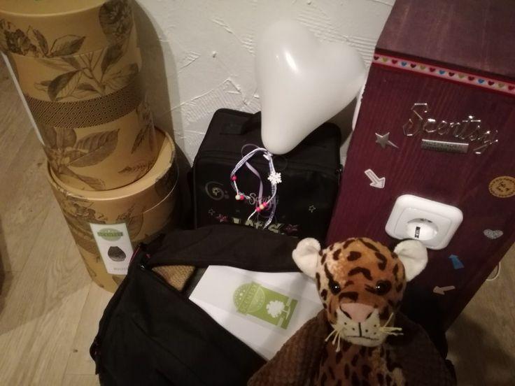 Taschen sind gepackt ...ich freue mich schon auf meine nächste Kundin und bin gespannt was wir für Sie als Scentsy Prämie rausholen. Mehr Infos wie immer unter www.myparty.scentsy.de