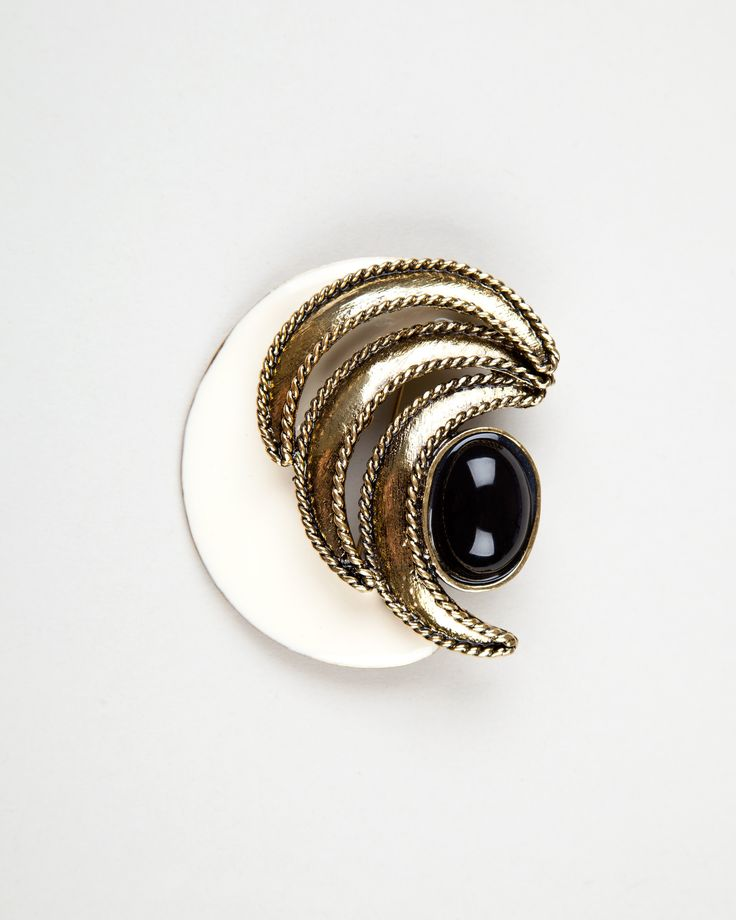 Golden pearl brooch http://bit.ly/1rxjbC6 Broche formas doradas y perla http://bit.ly/13H0voe