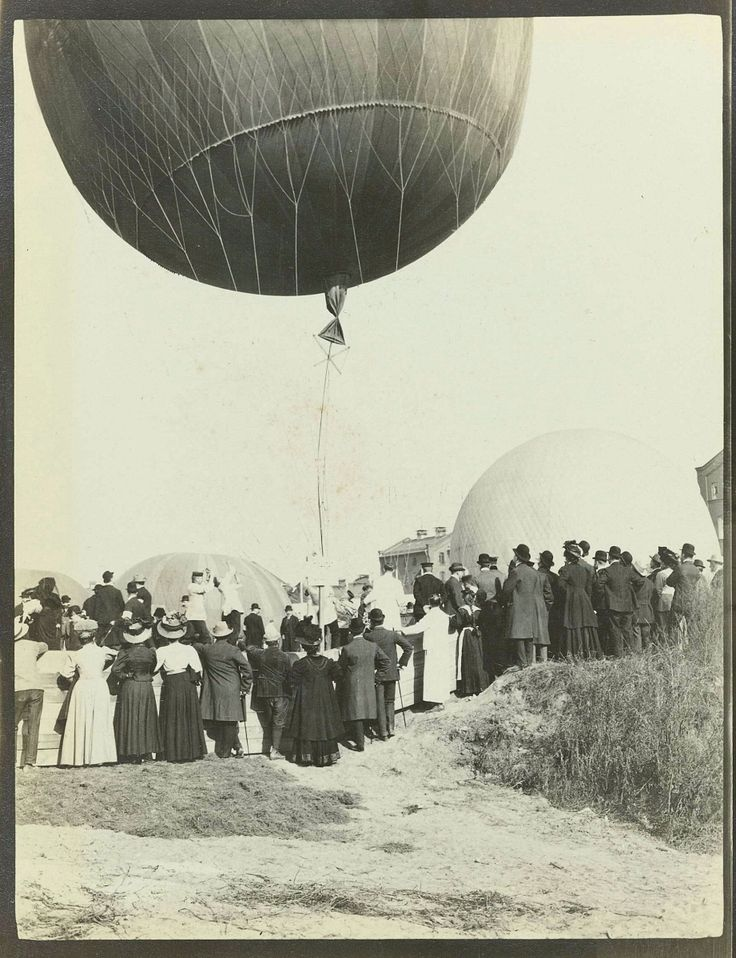 Third Gordon Bennett Balloon Race. Gelatin silver print, 1908