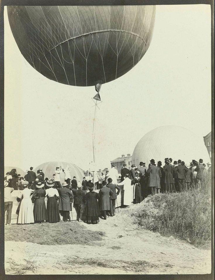 Third Gordon Bennett Balloon Race. Gelatin silver print, 1908