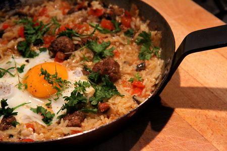 Dit is een heel makkelijk recept voor een snelle maaltijd waarbij je niet meer dan 1 pan nodig hebt. Eigenlijk kan het niet fout gaan.