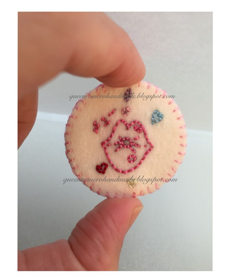 """hand-embroidered patch, 4 cm. (diameter), embroidered on felt w/ felt backing, original """"kiss (chu) drawing"""