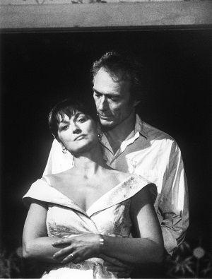 """""""As pontes de Madison"""" viver uma história de amor, e vê-la contada no cinema! foi algo mágico para mim.... o personagem vivido por Eastwood, conta a minha participação na  história... Conhecer alguém, se apaixonar, acreditar neste amor, sofrer, e respeitar sua escolha....De ficar em seu lugar, não abrir mão de sua proteção e  calar-se diante de um sincero sentimento e desejo.... Um amor tão forte, que será simplesmente impossível acabar.Te amo muito, e este será, sempre, único e…"""