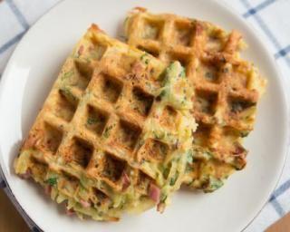Gaufres salées au jambon et aux carottes et aux courgettes râpées : http://www.fourchette-et-bikini.fr/recettes/recettes-minceur/gaufres-salees-au-jambon-et-aux-carottes-et-aux-courgettes-rapees.html