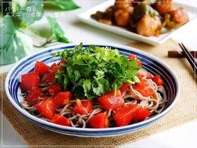 変わり蕎麦~パクチー香るエスニック冷製トマト蕎麦~ レシピブログ