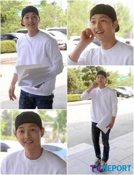 Song Joong Ki attends 1st script reading for 'Descendants of the Sun'