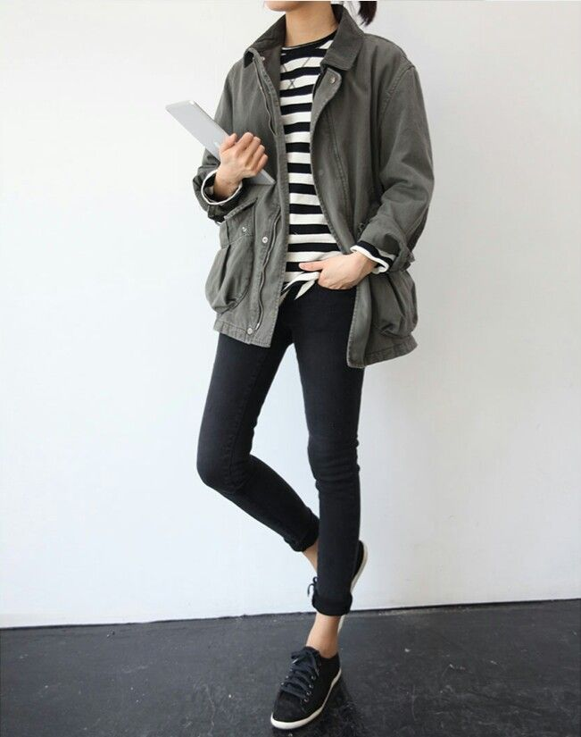 Skinny jeans, striped long-sleeved tee, loose jacket, and sneakers. Minimal fall look