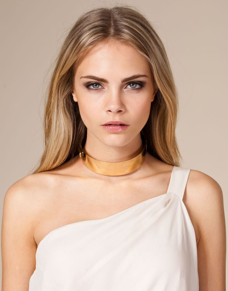 Cara Delevingne ♥ Celebrity Choker Necklace. Loved by many famous female celebs, like Rosie Huntington-Whiteley, Kardashians, Gigi Hadid. Get yours at a fraction of the price from TheElephantStore on Etsy  ♥ Choker Boho Necklace Wide Collar Rope Classic Vintage Retro Bohemian Burlesque Gothic Punk Harajuku Celebrity ♥  LIKE ♥ COMMENT ♥ REPIN ♥ SHARE ♥