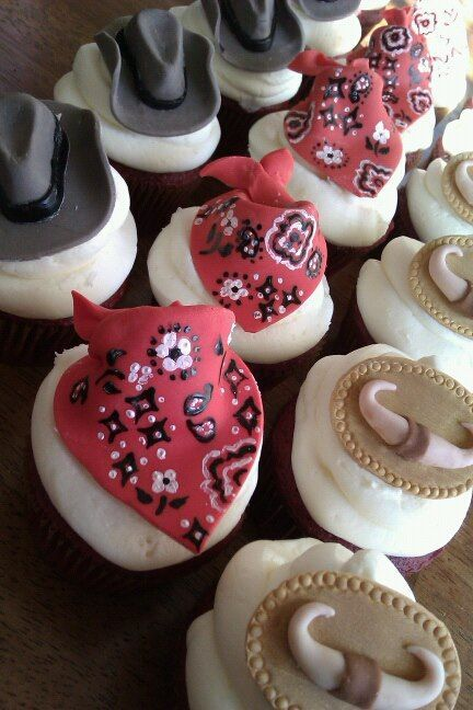 Country Western themed cupcakes...probably will never do. Too time consuming. But beautiful.