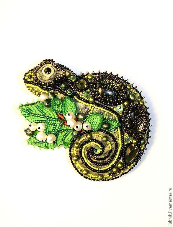 "Заколка ""Хамелеон"" - зелёный,Вышивка бисером,кожа,хамелеон,ящер,бисер"