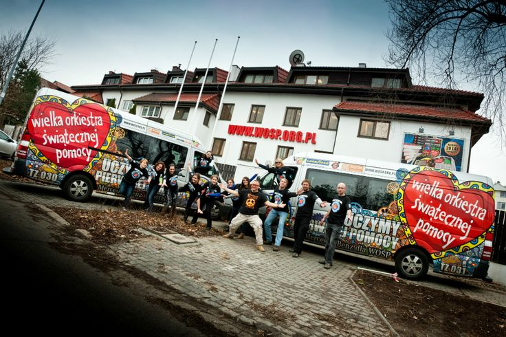 Nasze kolorowe busy jeżdżą z naszymi Instruktorami po całej Polsce. Do 2015 roku przeszkoliliśmy już ponad 12 tysięcy szkół!