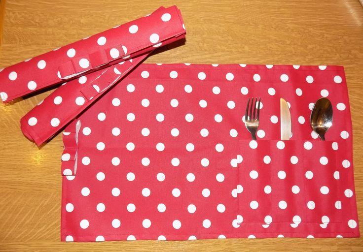 tovagliette + tasca portaposate , ideali per pranzo all'aperto.