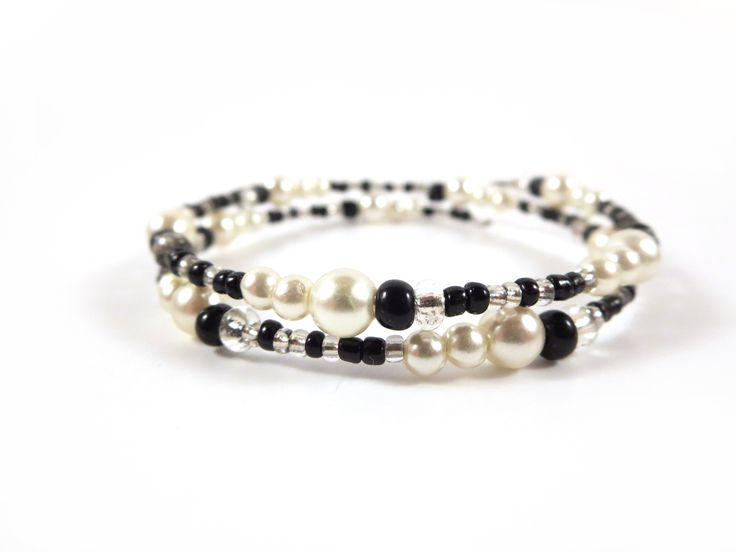 This black bracelet is the perfect addition to your wardrobe! #jewelry #braceletsoftheday #beadedbracelet