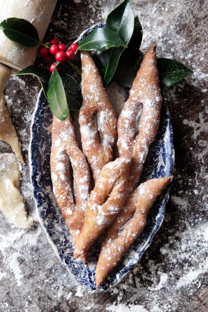 Traditional Danish christmas-cakes. Hjemmelavede klejner