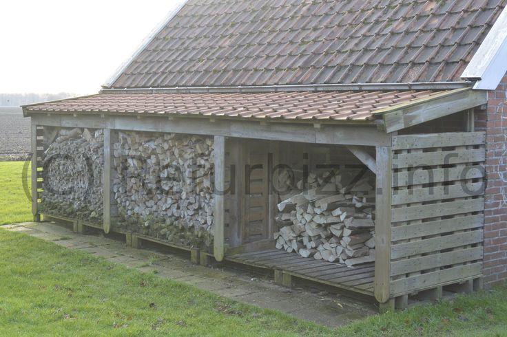 Een houtstek gemaakt van oude pellets en wat oude dakpannen. Hergebruik van oude materialen, niet duur en wel practisch.