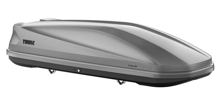 Thule Dakkoffer Touring 780 titan aeroskin  Description: De Thule Touring 780 titan aeroskin is een praktische en stijlvolle dakkoffer met tweezijdige opening en een mooie strakke vorm. De verlaagde bodem zorgt ervoor dat het windgeruis wordt verminderd. Bovendien zorgt de speciale titaniumkleurige dekselbekleding ervoor dat je stijlvol voor de dag komt. De aerodynamische Touring 780 is voorzien van de gepatenteerde Fast-Click snelbevestiging. Met dit systeem bevestig je de koffer vanaf de…