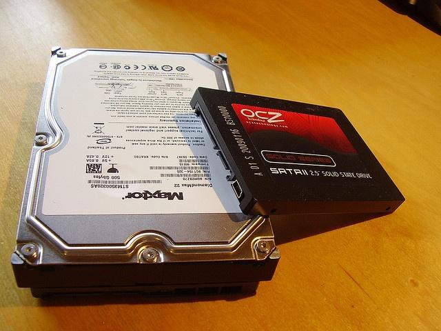 Vergleich von HDD und SSD, - mehr Infos auf center-pc.de     http://www.azoda.vn