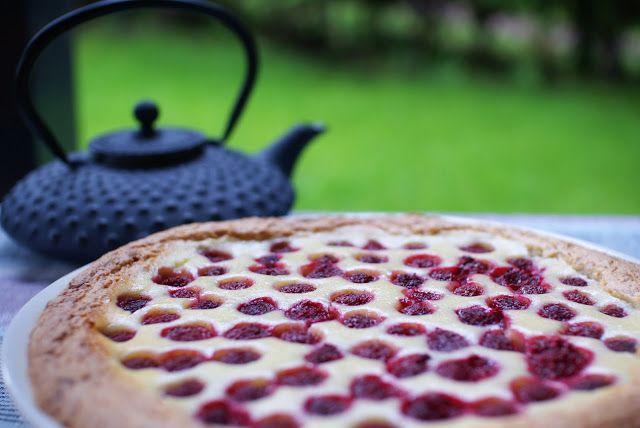 Keittotaiteilua: Valkosuklainen vadelmapiirakka spelttitaikinasta