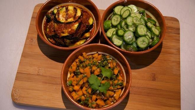 Arabische salades: Komkommersalade, wortelsalade en gegrilde courgettesalade
