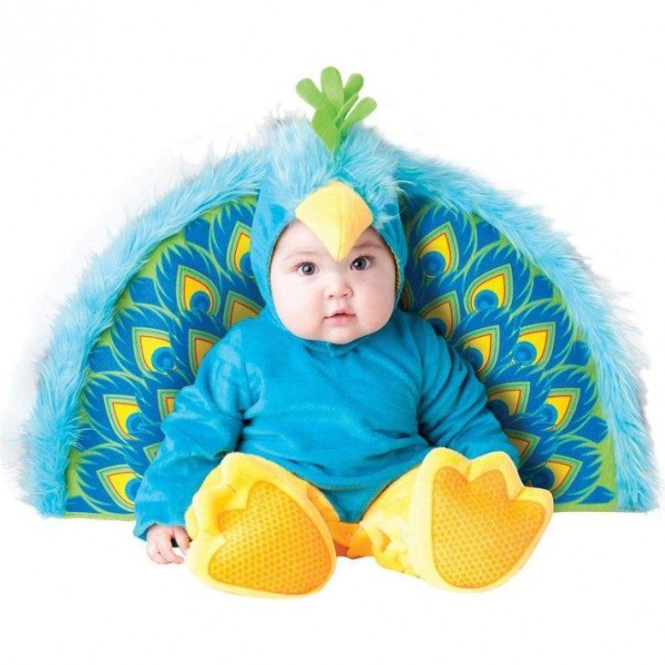 bebé disfrazado de pavo real