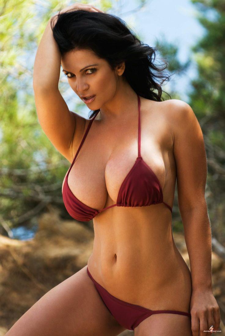 Model milani bikini