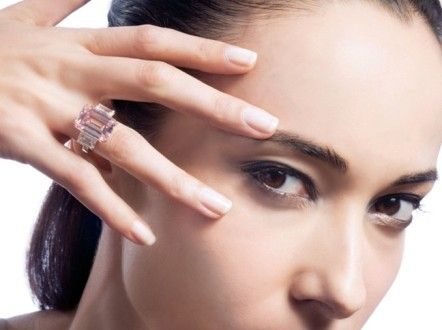 Wearing catchypieces of jewelry plays an important role in increasing your elegance and enhancing y