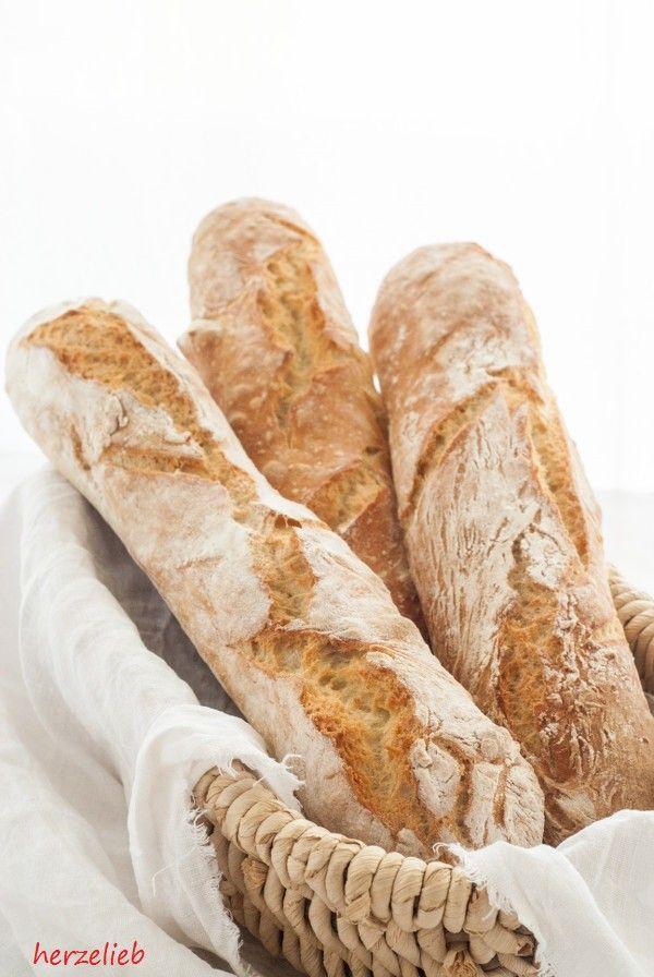 Ein Rezept für ein magisches, schnelles Baguette - in gerade einmal zwei Stunden ist das Brot fertig. Eine tolle, grobporige Krume und ein knackige Kruste.