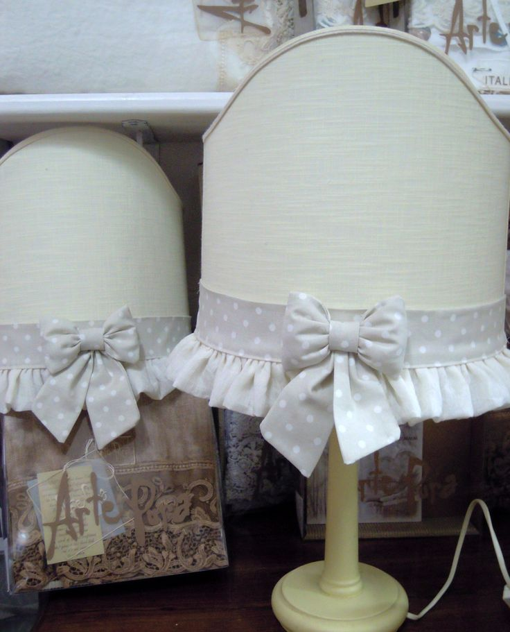 Table lamp, linen sash and bow polka dot cotton. Wooden base.  (Bulb not included).  Size: 55x45 cm.