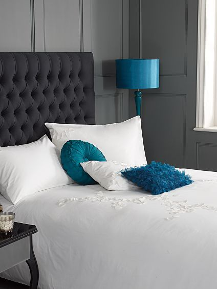 AlthoughI'm not a great fan of blue/teal I think that the crisp white bed linen and the black/grey fabric bedhead work well in this room. Its the 'LESS IS MORE' look that's been created. Not sure if we'd need bedside tables thought. Info can be found at Pied a Terre Lhasa white bed linen @Allison House! of Fraser.