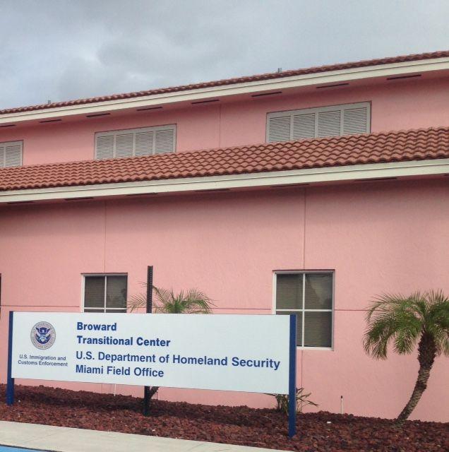 O Ministério das Relações Exteriores informou que 14 brasileiros estão detidos em um centro de detenção migratória em Pompano Beach, na Flórida (EUA), à espera de deportação em razão de terem tentado ingressar ilegalmente no