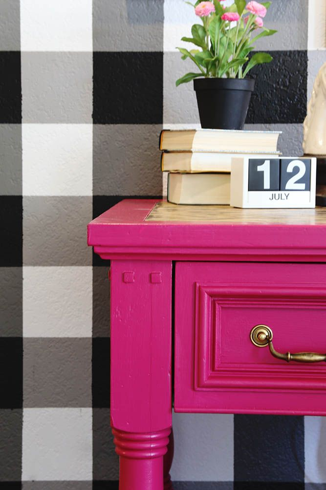 Create this faux wallpaper look with PAINT! If you can tape a straight line (with a level of course!) you can do this! @scotchblue #paintpreppull