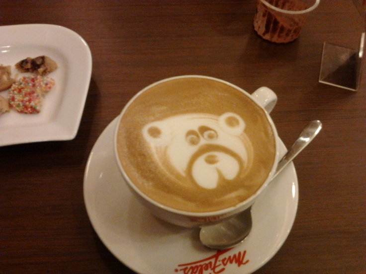 cappuccino with bear latte art = bearuccino