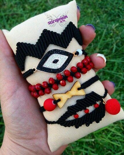 Μακραμέ βραχιόλια black and red details   macrame bracelet   by xeiropoiein arte