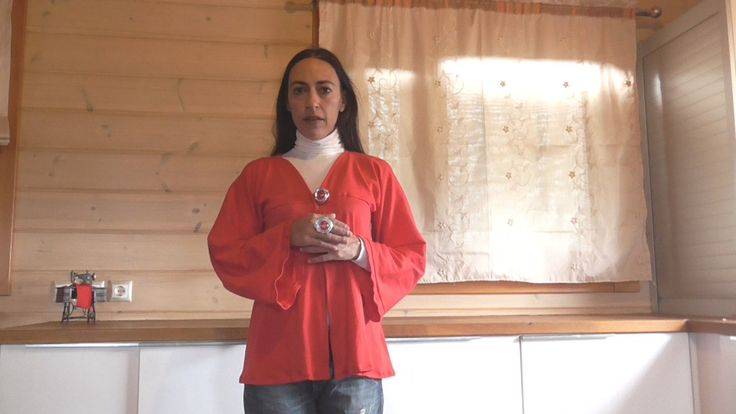 This video presents how to make a loose fitting tunic in an easy way. It is large size ideal. Materials and tools and the whole process are also presented.  More details on my blog http://neliscraftylife.blogspot.gr/  Αυτό το βίντεο παρουσιάζει πως φτιάχνω εύκολα μια τουνίκ χαλαρής εφαρμογής ιδανική για μεγάλα μεγέθη. Τα υλικά, τα εργαλεία και η όλη διαδικασία επίσης παρουσιάζονται
