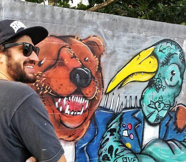 """Criador e criaturas. @betobutter no rolê de hoje 🐼  www.arteviralata.com.br 🎨🎨🎨 """"Das ruas para sua parede""""  #arteviralata #streetart #urbanart #vendadearte #galeriaonline #galeria #artederua #adoteumviralata #vendadequadros #graffiti #grafite #interferenciaurbana #artebrasileira #artgallery #coolart #decoracao #arquitetura #dasruasparasuaparede"""