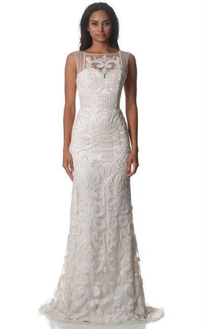 What a beautiful white gown! Look at details. Aren't they truely amazing? This White Dianna Couture Gown was $16000 and is now down to $5000. Want this!!!