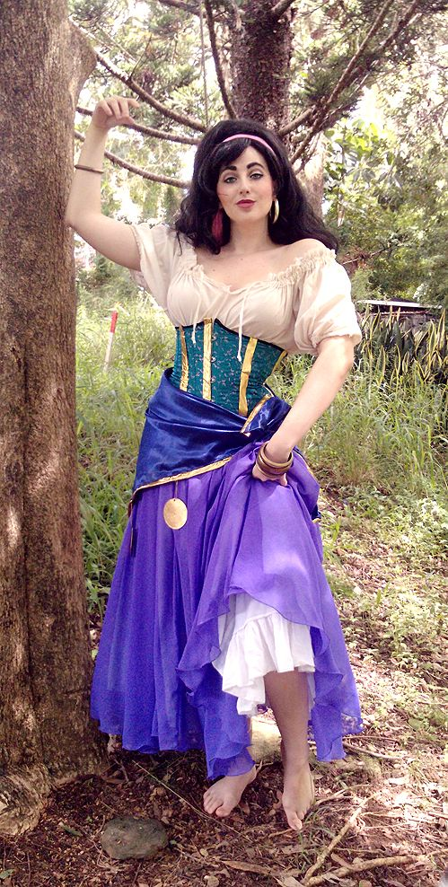 best Esmeralda costume ive seen yet, especially the shirt! My version will be much rougher than most, with rough linens and woven fabrics rather than crisp cotton or satin - I want it to look like a real Gypsy would wear it!
