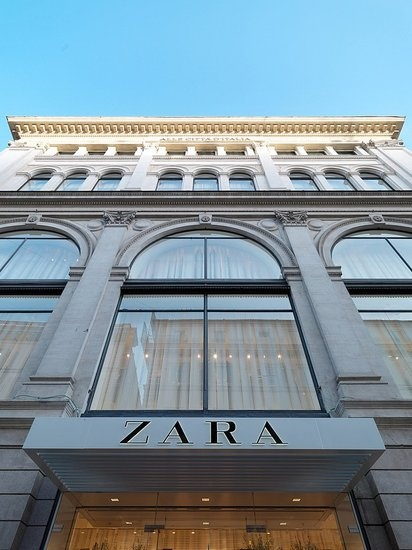 Zara in Rome! I've been there!  ;) One of my favorite clothing stores.✔