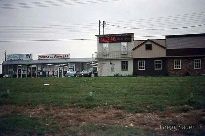 Old Udf On Glenway Across From Western Hills Plaza Also Pictured You Can See Western Hills Tv And Rustler Steak House A West S Cincinnati Cincinnati Ohio Ohio