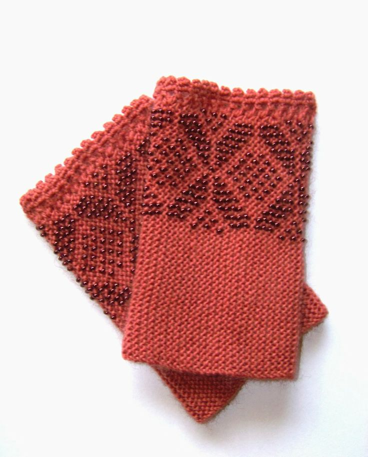 Lithuanian Knitting Patterns : 197 best images about Beaded wristwarmers on Pinterest Wrist warmers, Wool ...