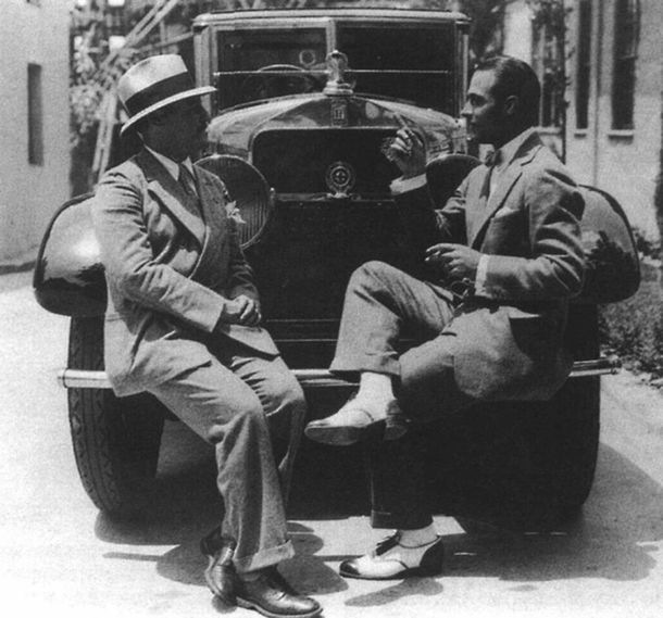 Rudolph Valentino chatting on an Isotta Fraschini car