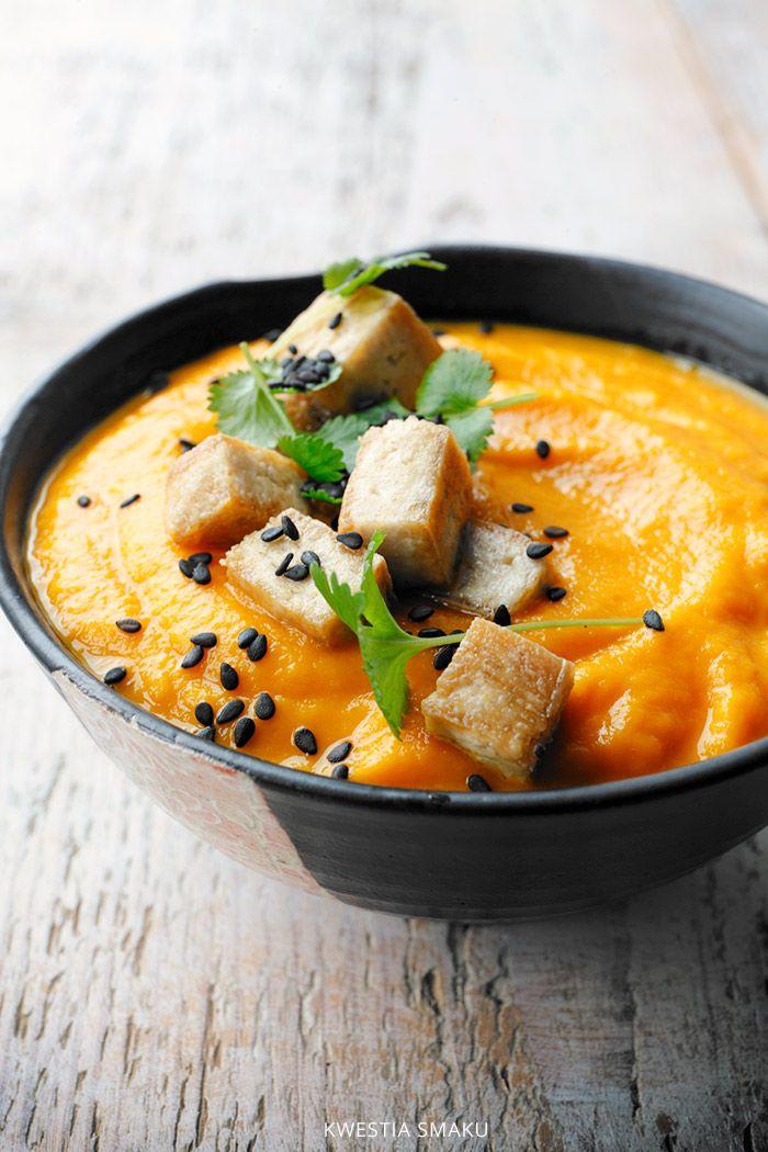 Wegańska zupa marchewkowa z masłem orzechowym