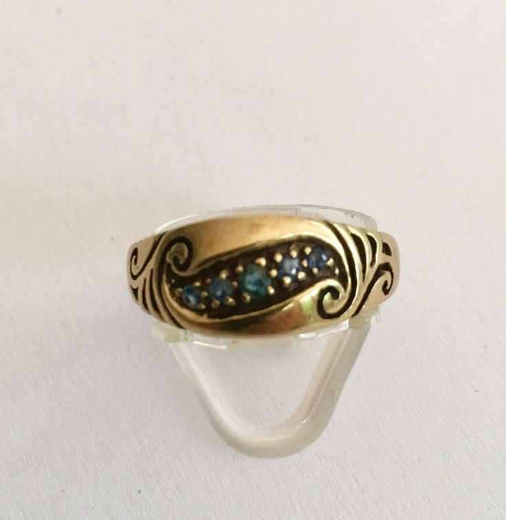 9ct yellow gold engraved Sapphire ring by VintageJewelleryAtic on Etsy